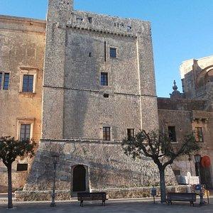Il torrione da Piazza Pisanelli