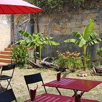 Le patio, si agréable aux beaux-jours!