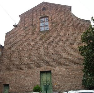 chiesa dalle linee austere