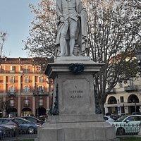 statua di Vittorio Alfieri