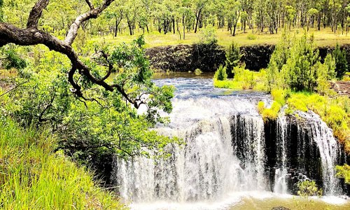 The beautiful millstream Falls , it's the widest single-drop waterfalls in Australia . Very easy