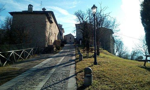 Castello, Podesteria, di Gombola. Nel comune di Polinago.