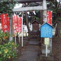 境内には厄神社も。