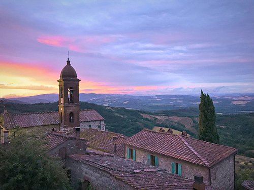 Tuscany is more than Chianti and Montalcino, there are to many beautiful towns around !!