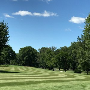 Beautiful nine hole Golf Course near St. Louis International Airport. Easy to walk if you want b