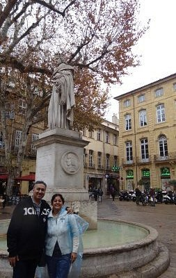 The fountain and statue of King Rene at the far end of Cours Mirabeau !