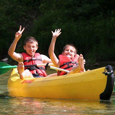 les enfants en canoë