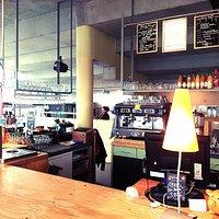 Le bar chaleureux du Ciné Café