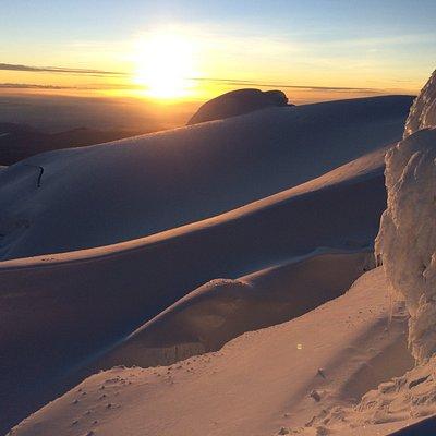Un perfecto amanecer en el volcán cayambe