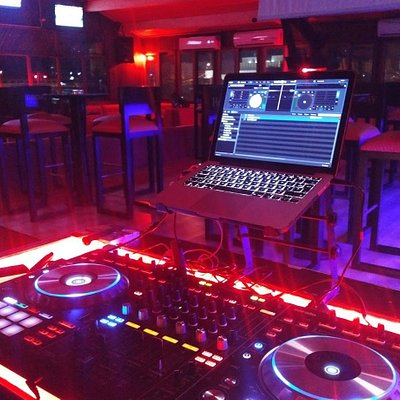Vue de la salle depuis le coin DJ