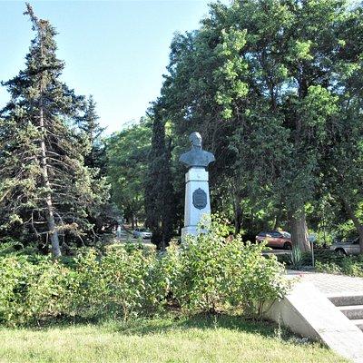 Севастополь. Памятник адмиралу Ушакову.