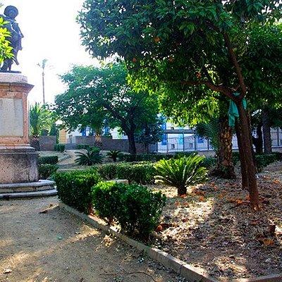 Jardines y estatua de Miguel de Mañara