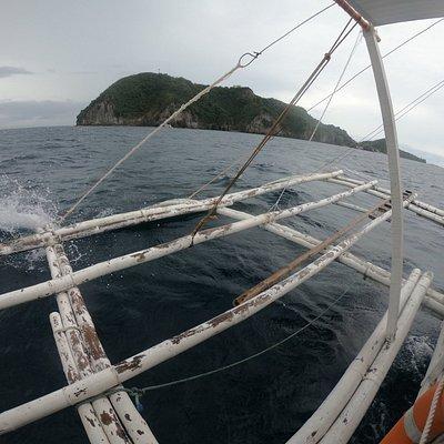 アポ島をめざす船。