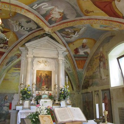 Pregevoli affreschi all'interno