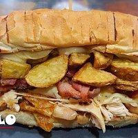 Apollo: pollo sfilacciato,provola di agerola,patate fresche e bacon.