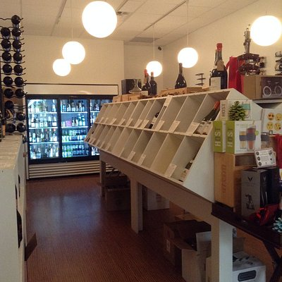Vinoutlet is a well-curated small wine store conveniently near Lake Worth bridge