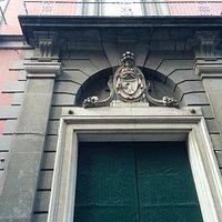 Portone di ingresso al palazzo