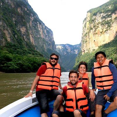 Realiza un recorrido por el impresionante Cañón del Sumidero.