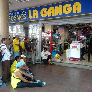 Guayaquil, Ecuador, Avenida 9 de Octubre.