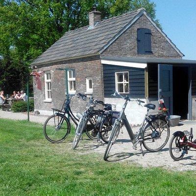 """Aan fietsroute gelegen noodwoning de """"Moezeköttel"""""""