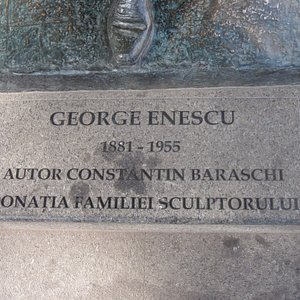 Plaque at the foot of the statue
