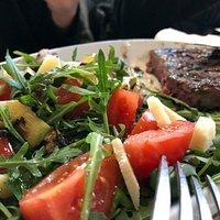 Hamburger Marchigiana con Insalata Mista e Verdure Grigliate - Dettagli