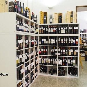 Grande scelta vini locali, nazionali ed internazionali