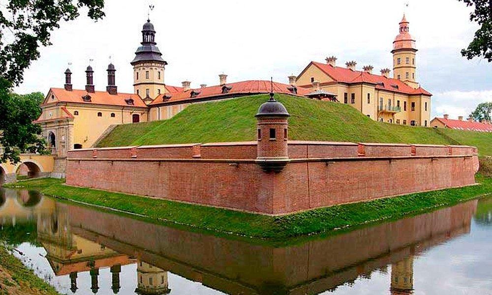 Замок Радзивилов и садово-парковый комплекс