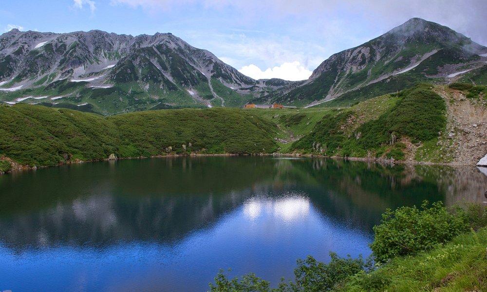 立山エリア、みくりが池。2014年8月。立山(左)、浄土山(右)が映り込んでいます。