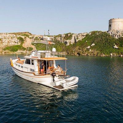 Disfrutando de la costa menorquina en el puerto de Mahón