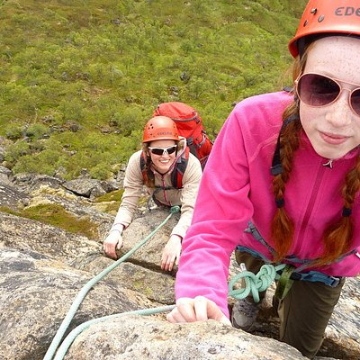 Climbing mt Hamaroyskaftet in Northern Norway. Photo: Nordland Adventures.