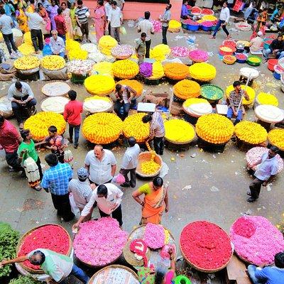 Old Bangalore Walking Tour - At the Bangalore flower market © InfiniteEscapes.com | Adventure Tr