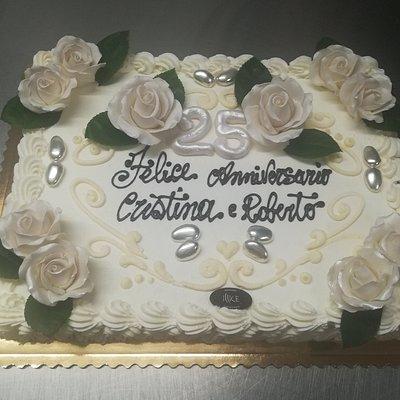millefoglie crema cioccolato panna decorata con rose artigianali di pasta di zucchero