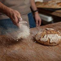 Zapraszamy do Bread House Cafe na codziennie wypiekany, świeży, żytni chleb.