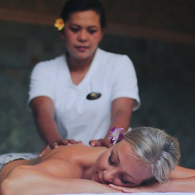 Unwind with a 60 or 90 min Massage especially after a long flight or too much shopping #taksuspa