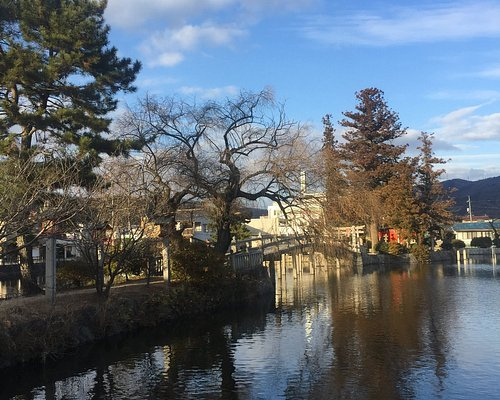 備後一宮 吉備津神社 御池と石造りの太鼓橋