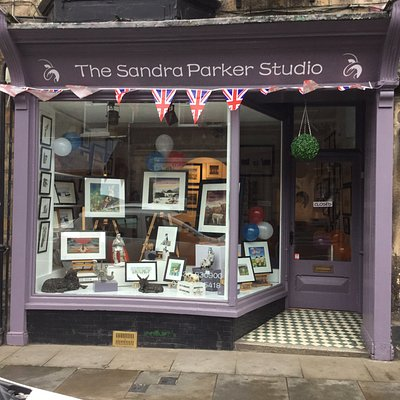 A small rural art gallery with my original oil paintings, prints and bespoke gifts