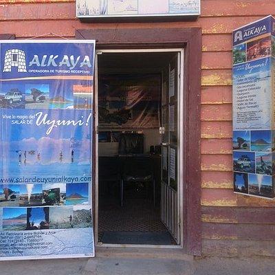 La Oficina de Turismo de la empresa Expediciones Alkaya