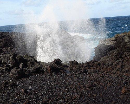par mer agitée les vagues provoquent de véritables geysers