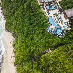 An all-day party destination perched atop a cliff, 100 metres above the Indian Ocean in stunning