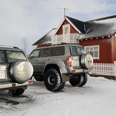 Super jeep and the red house with a nice hot tube