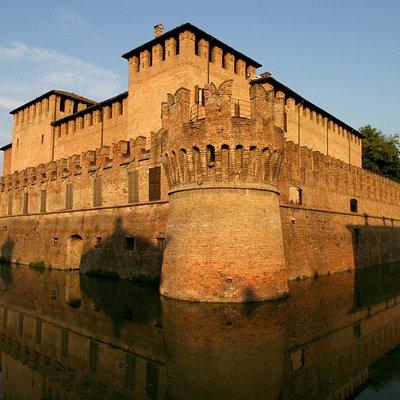 La Rocca racchiude uno dei capolavori del Manierismo italiano, la saletta dipinta dal Parmigiani