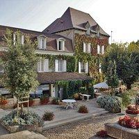 Hostellerie du Passeur et restaurant - Place de la Mairie 24620 LES EYZIES