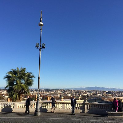 Amazing skyline view of Rome city fro this beaitful observation point !