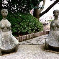 野外彫刻 母のひざ 外観