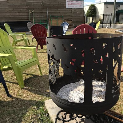 Great backyard feel. Grab a brew and have a seat and you'll enjoy the moment that presents you.