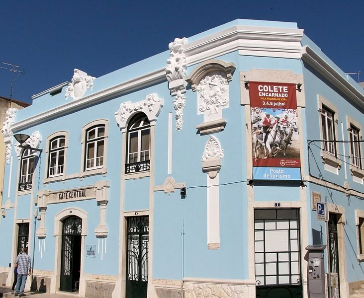 """O Posto de Turismo está localizado no antigo """"Café Central""""."""