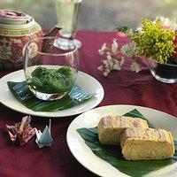 Seaweed salad and dashimaki tomago