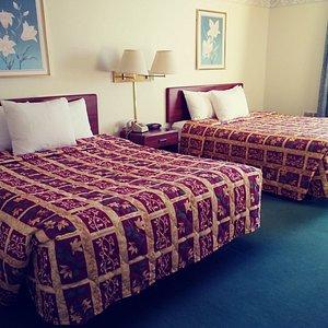 2 Queen Beds/Handicap Accessible Double Queen