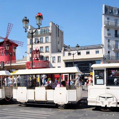 Départ pour la visite de la Montmartre